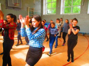 танцуем с волонтёрами