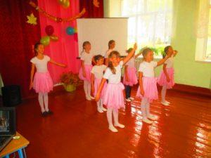 танец младшеклассников