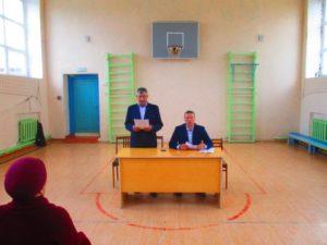 Глава поселения знакомит с Правилами участия в ППМИ