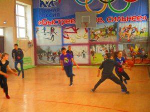 баскетбол между юношами и девушками_2