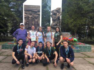 у памятника в Толбазах