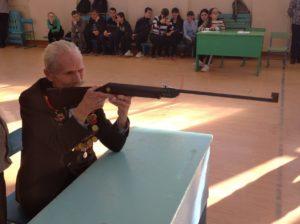 стреляет Романов